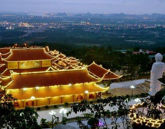 kinh-nghiem-thue-xe-di-chua-ba-vang-hanh-trinh-tron-ven-tai-oriental-transport (1)